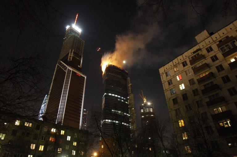 Φωτιά στον ψηλότερο ουρανοξύστη της Ευρώπης – Δείτε ΦΩΤΟ | Newsit.gr