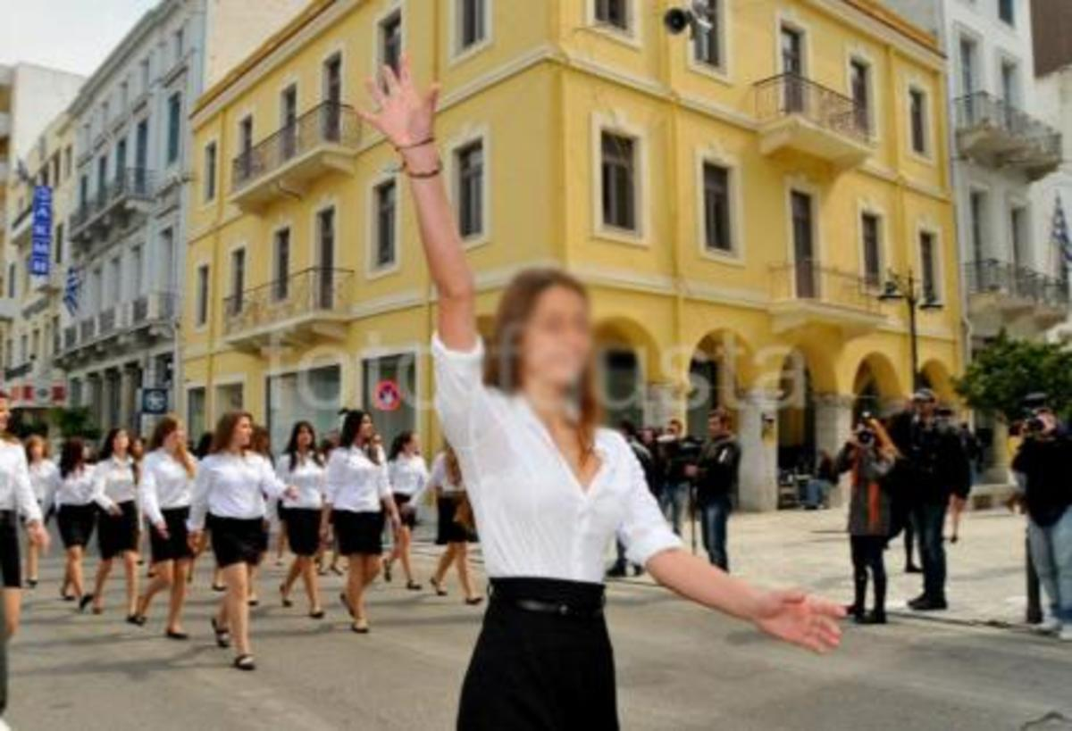 Μούντζες και στην Πάτρα! | Newsit.gr