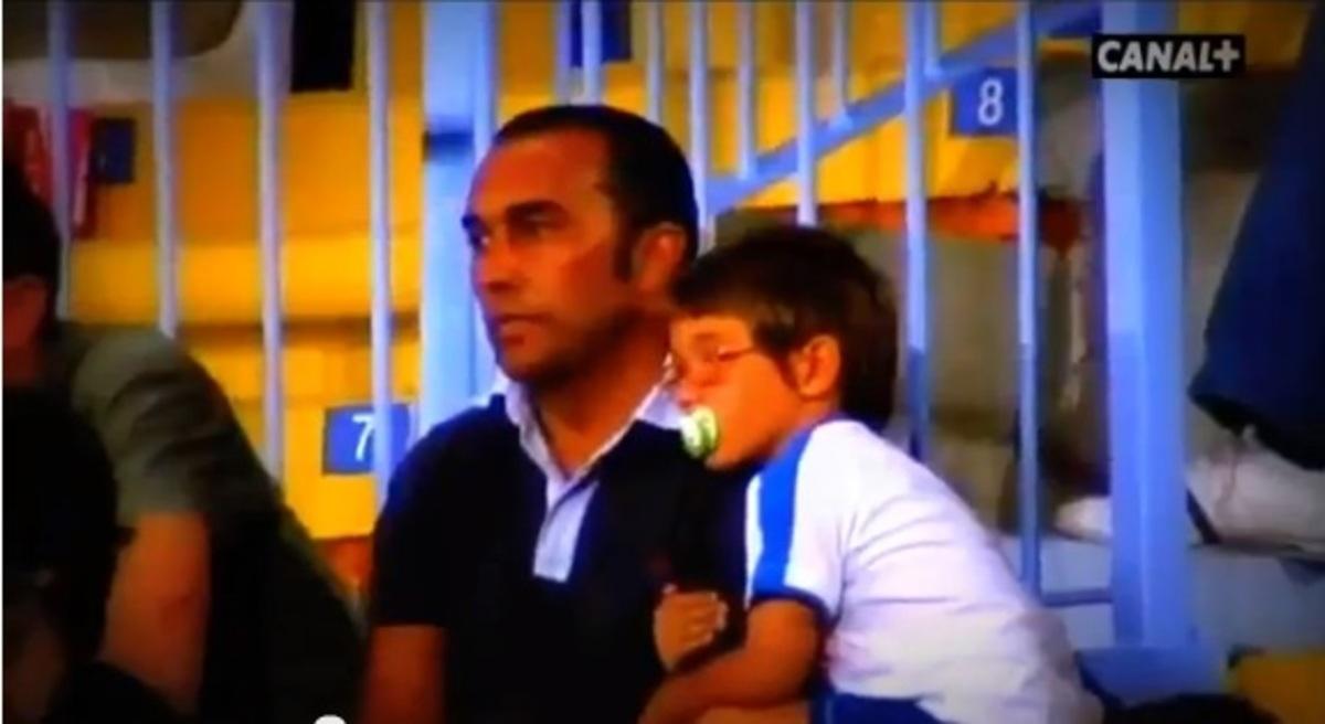 Ένα πολύ γλυκό βίντεο! Μπαμπάς και γιός για πρώτη φορά πάνε σε γήπεδο στην Ισπανία…! | Newsit.gr
