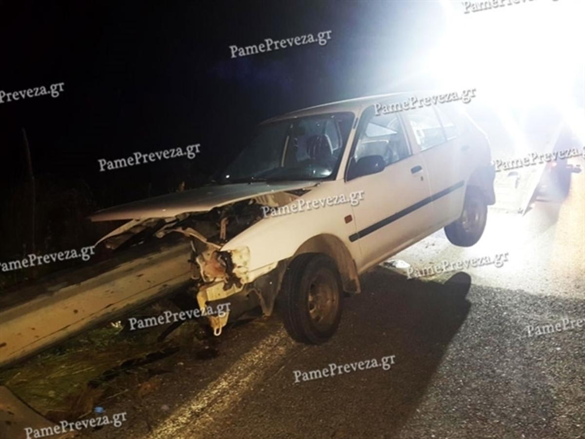 Τρομακτικό τροχαίο στην Πρέβεζα! Η μπάρα διαπέρασε το αυτοκίνητο! [pics,vid] | Newsit.gr