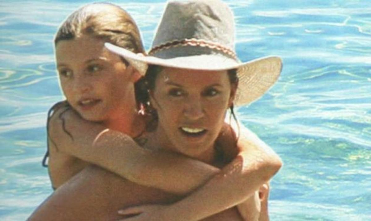Β. Μπάρμπα: Βουτιές με την κόρη της στη Σκιάθο! | Newsit.gr