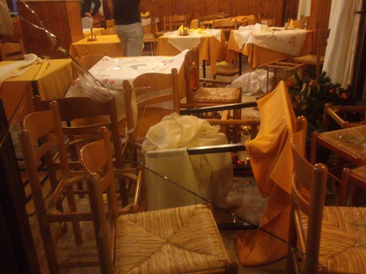 Αγρίνιο: «Ντου» αντιεξουσιαστών σε ταβέρνα που έτρωγαν Χρυσαυγίτες – Φωτό και Video | Newsit.gr