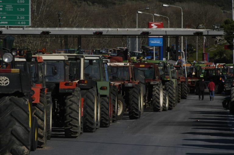 Απελευθέρωσαν τους όμηρους πολίτες στο λιμάνι | Newsit.gr