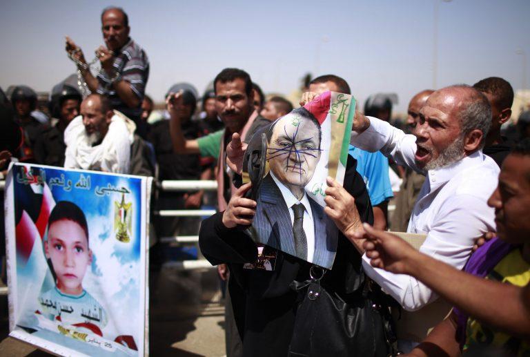 Σε ισόβια κάθειρξη καταδικάστηκε ο Χ. Μουμπάρακ | Newsit.gr