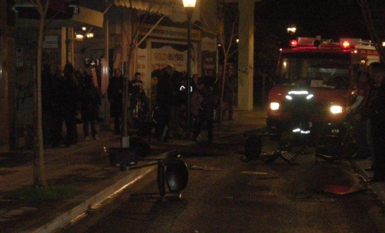 Αγρίνιο: «Ντου» στο γραφείο του Υφυπουργού Ανάπτυξης – Πέταξαν έπιπλα από το μπαλκόνι – Έκαψαν ομοιώματα των πολιτικών αρχηγών – Φωτό | Newsit.gr