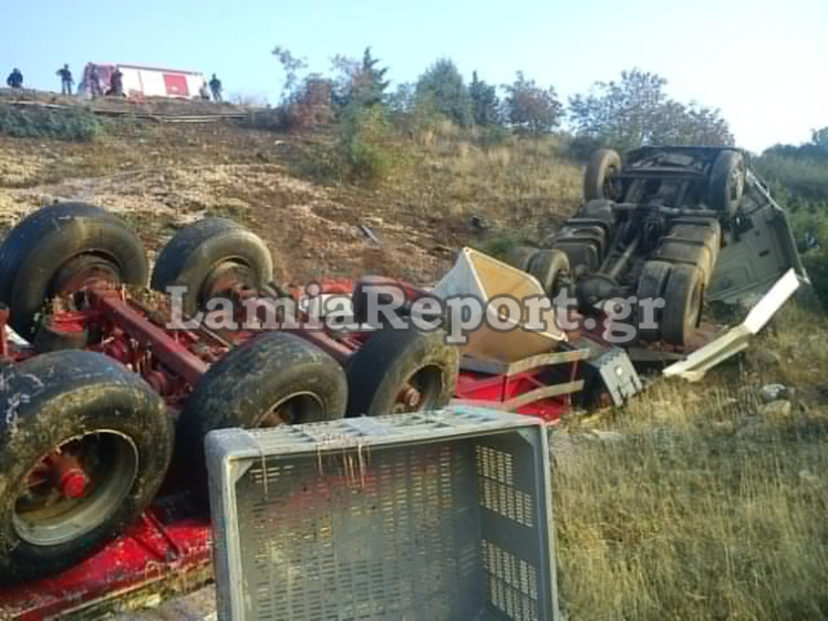 Λαμία: Νταλίκα έπεσε σε γκρεμό – Για 2 ώρες έψαχναν τον οδηγό! | Newsit.gr
