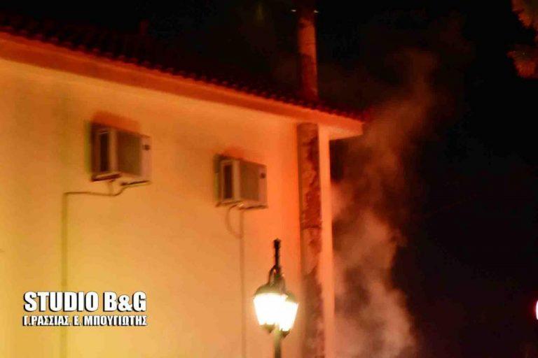 «Λαμπάδιασε» σπίτι από τζάκι στο Ναύπλιο [pics] | Newsit.gr