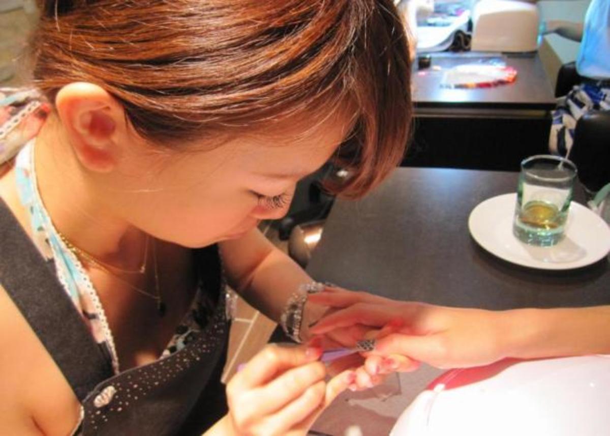 Νέα beauty εμμονή για τις νεοϋορκέζες! Νύχια από πραγματικό δέρμα φιδιού! | Newsit.gr