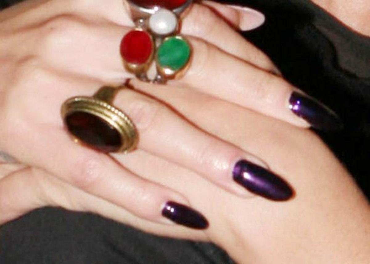 Σε ποια ανήκουν αυτά τα νύχια; | Newsit.gr