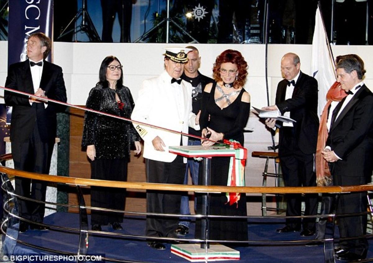 Η Νανά Μούσχουρη παρέα με την Sophia Loren και τον Eros Ramazzotti!   Newsit.gr