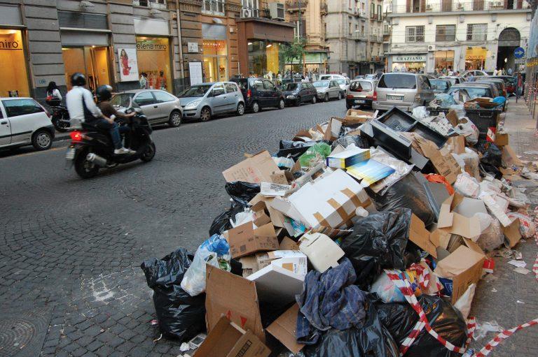 Χρυσές δουλειές κάνει η μαφία με τα σκουπίδια!   Newsit.gr