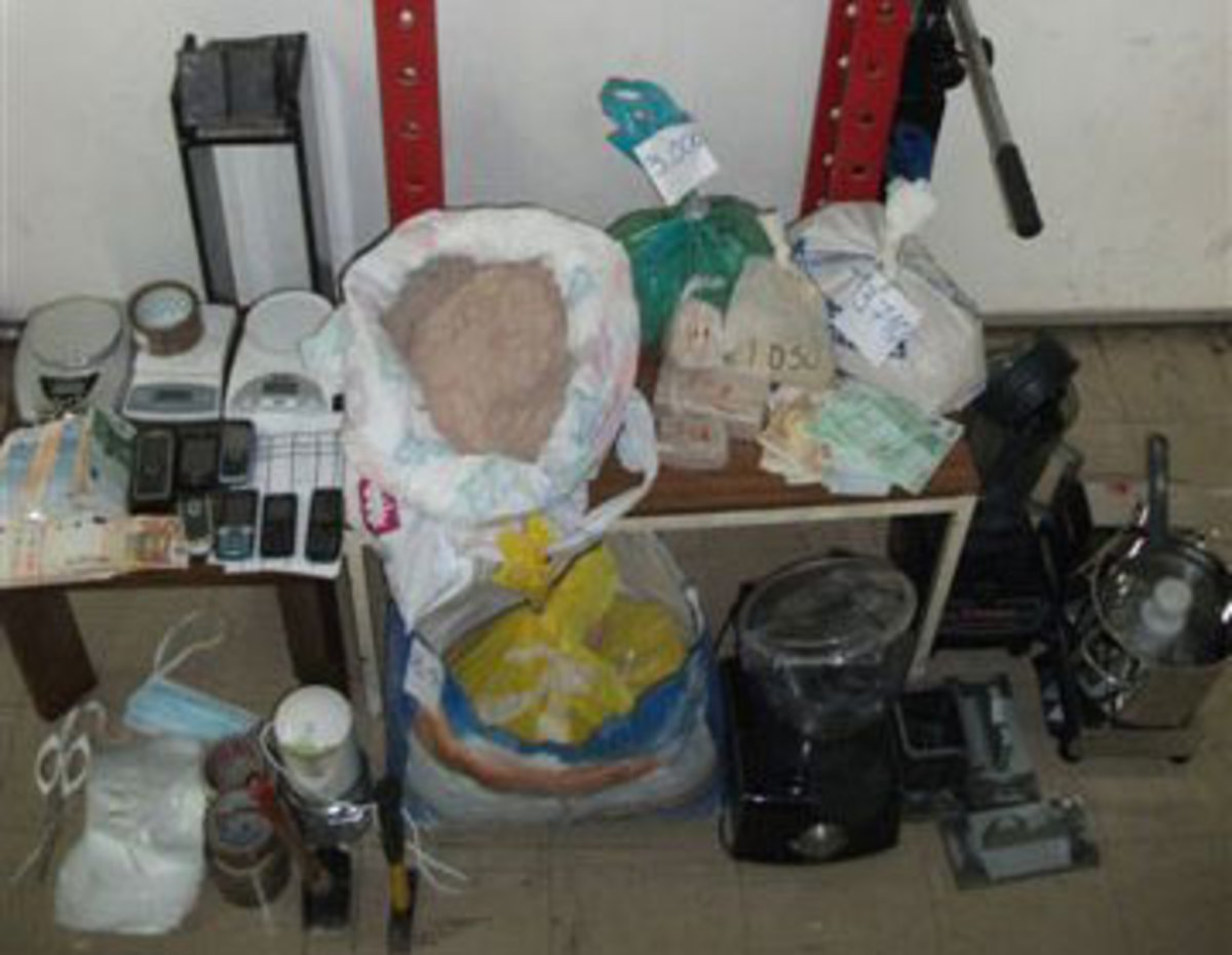 Μάνα και γιος διακινούσαν ηρωίνη – Είχαν κάνει το σπίτι τους εργαστήριο νόθευσης | Newsit.gr