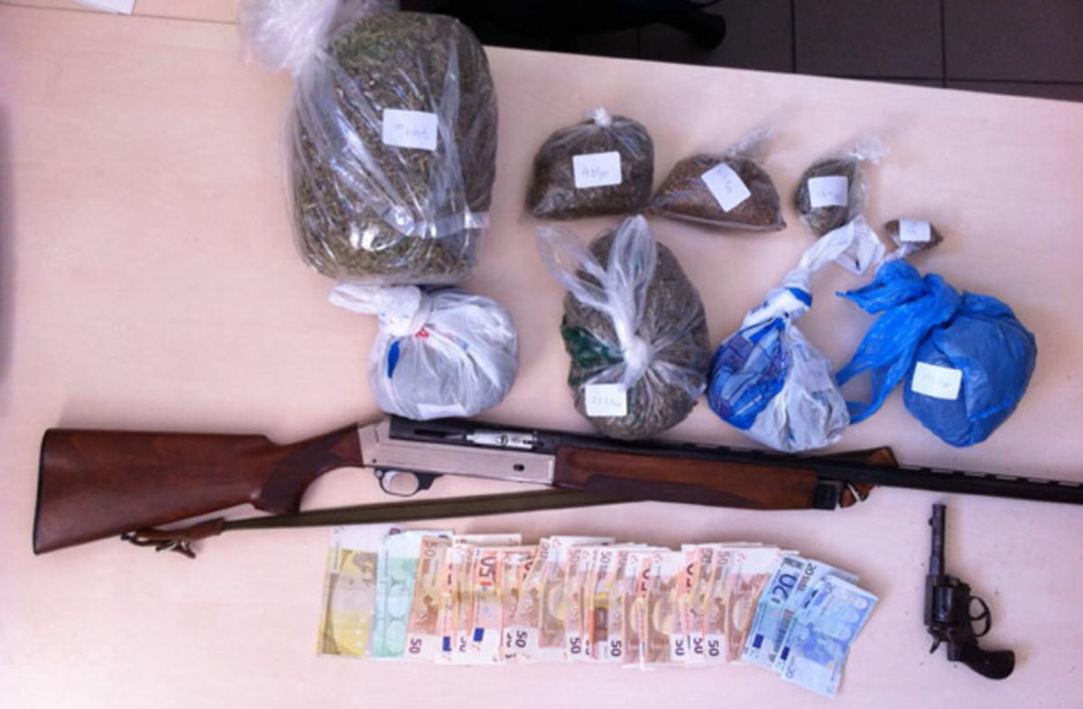 Λέσβος: Τον «τσάκωσαν» με όπλα και ενάμισι κιλό χασίς! | Newsit.gr