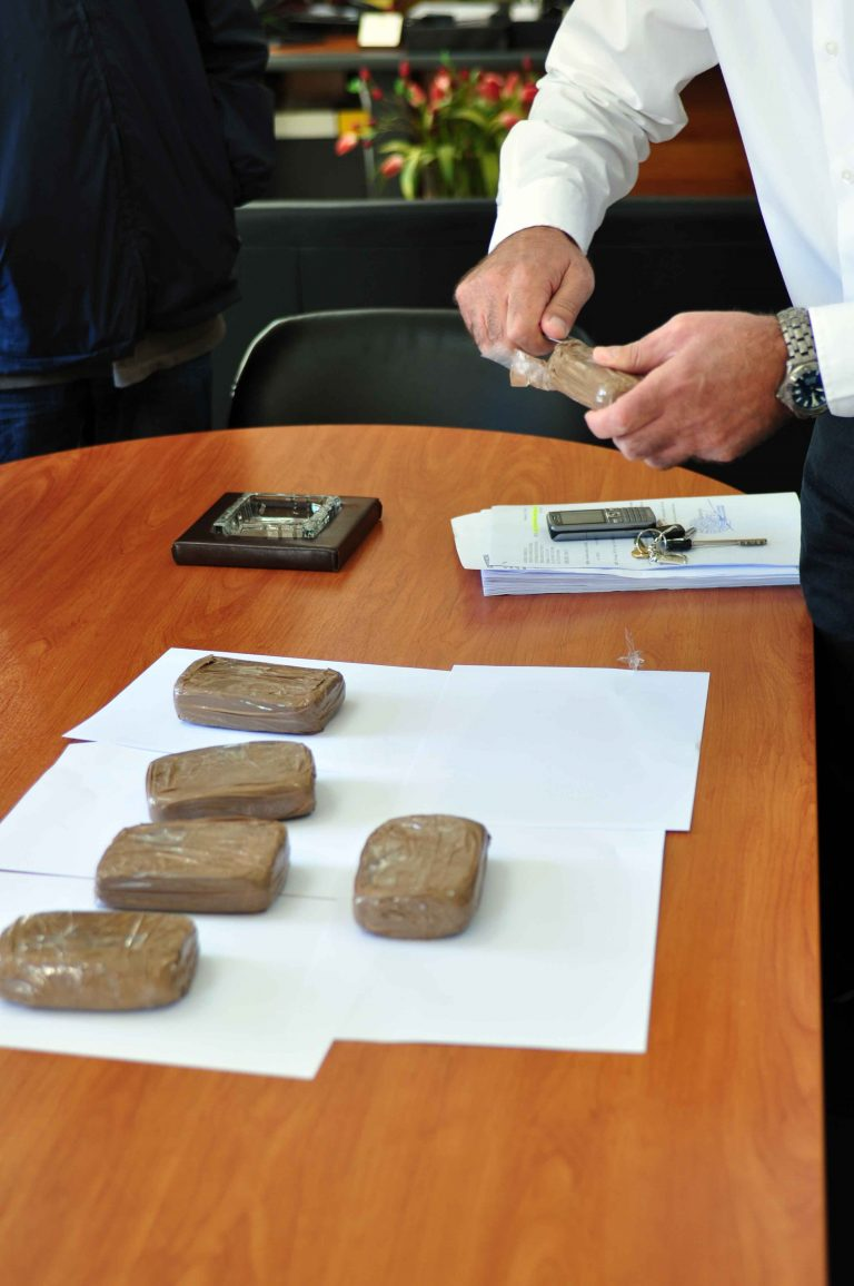 Πάτρα: Το βαποράκι έπεσε σε λιμενικό! | Newsit.gr