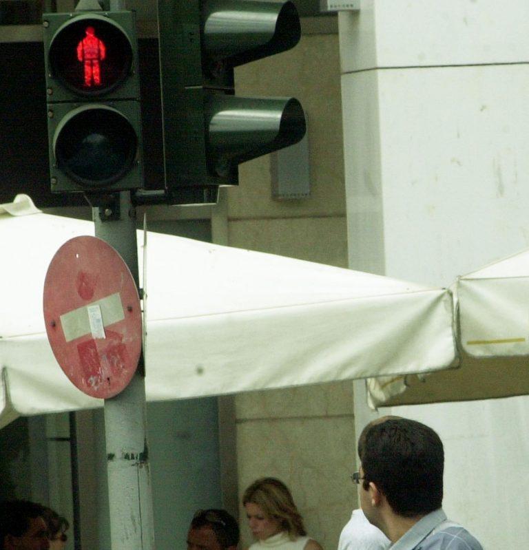 Εύβοια: Αυτοκίνητο »καρφώθηκε» σε φανάρι – Στο νοσοκομείο ο οδηγός!   Newsit.gr