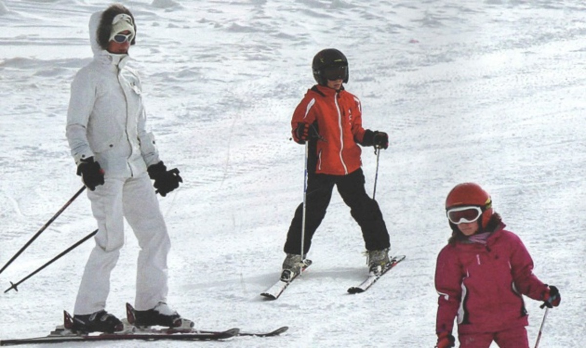 Ν. Καραμανλή: Για σκι με τα δίδυμα! Φωτογραφίες | Newsit.gr