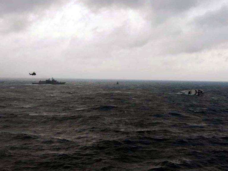 Τρεις νεκροί και 10 αγνοούμενοι από δύο ναυάγια στα στενά του Βοσπόρου | Newsit.gr