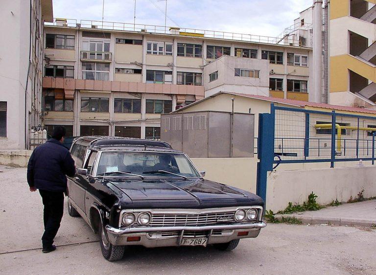 Λάρισα: Μεθυσμένος οδηγός εγκατέλειψε νεκροφόρα!   Newsit.gr