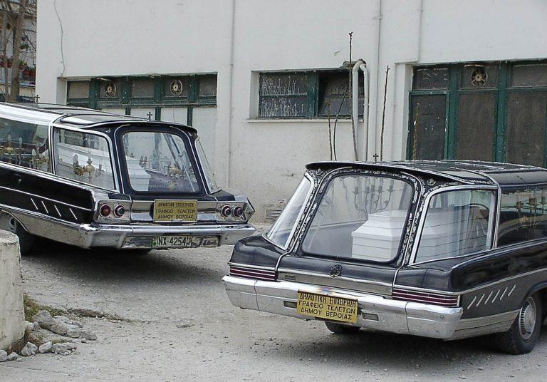 Αρκαδία: Ο νεκροθάφτης πουλούσε και κροτίδες! | Newsit.gr