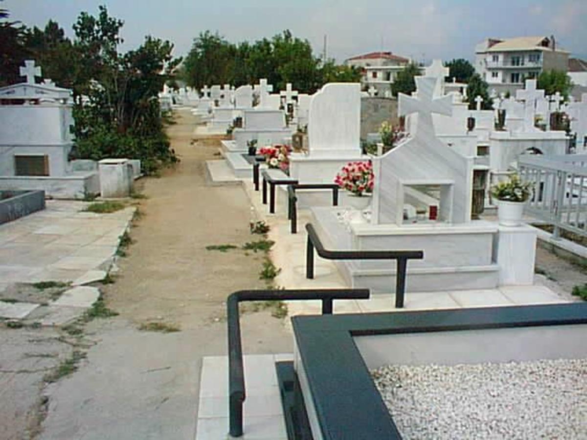 Πάτρα: «Ανοιχτή» για την ΕΛ.ΑΣ. η αυτοκτονία της 27χρονης στο νεκροταφείο   Newsit.gr
