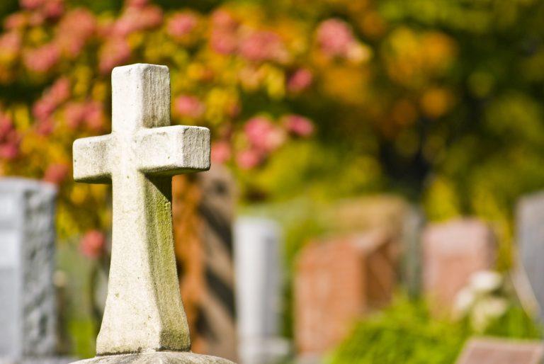 Ζούσε με 26 γυναικεία πτώματα που έκλεψε από νεκροταφεία | Newsit.gr