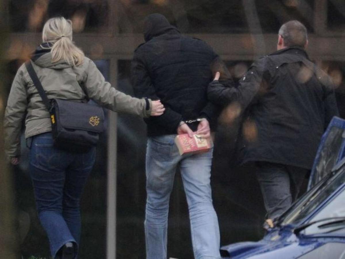 Έφοδοι της αστυνομίας σε σπίτια υποστηρικτών νεοναζιστικής οργάνωσης | Newsit.gr