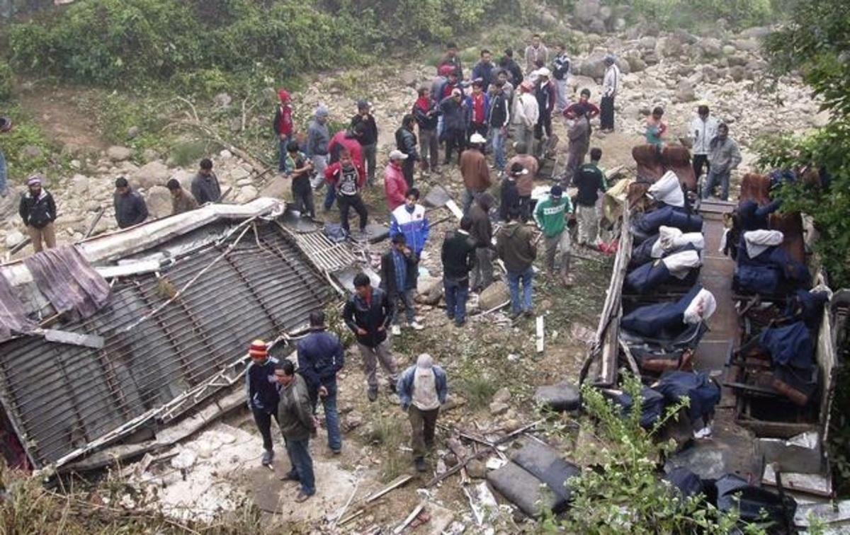 Πορτογαλία: 10 νεκροί από πτώση λεωφορείου σε χαράδρα | Newsit.gr