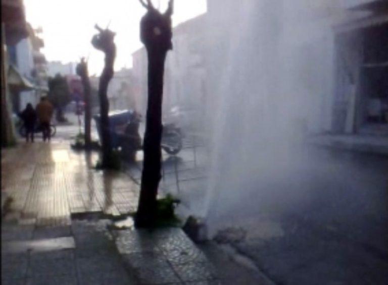 Πάτρα: Έσπασε αγωγός και δημιουργήθηκε πίδακας 10 μέτρων! | Newsit.gr