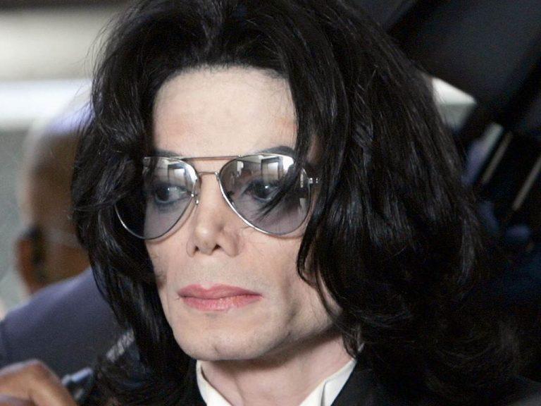 Λευκαντικές κρέμες σε μεγάλες ποσότητες βρέθηκαν στο σπίτι του M.Jackson!   Newsit.gr