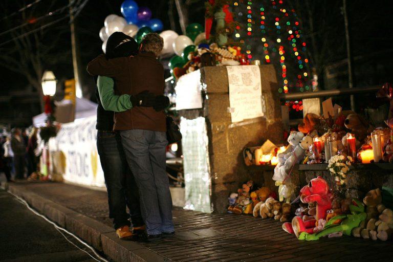 ΗΠΑ: Ενός λεπτού σιγή για τα θύματα του Κονέκτικατ | Newsit.gr