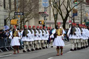 Ντύθηκε στα γαλανόλευκα για την παρέλαση η Νέα Υόρκη [pics, vids]