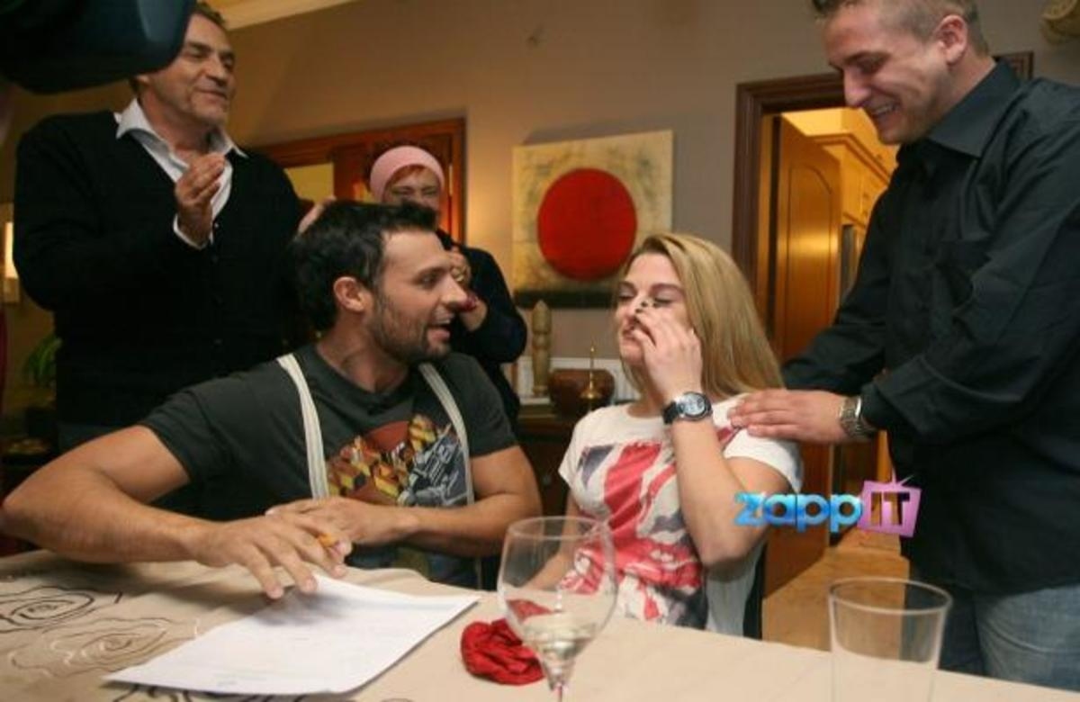 «Tα είδε όλα» η νύφη με την «Οικογένεια της συμφοράς»! | Newsit.gr