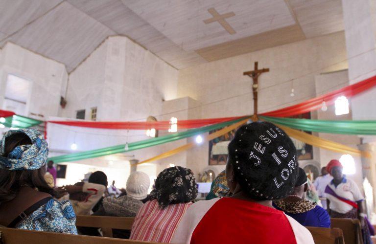 Μπήκαν στην εκκλησία με τα όπλα και σκόρπισαν το θάνατο στη Νιγηρία | Newsit.gr