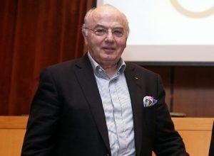 Ο Νικολάου ανέβαλε τις εκλογές στην ΕΟΕ