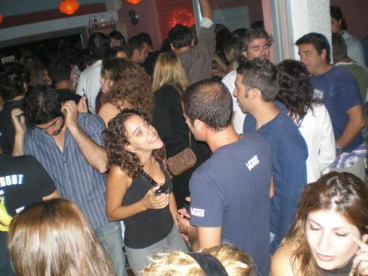 Θεσσαλονίκη: Εισβολή διέκοψε το πάρτι – Κρατούσε όπλο και έβριζε τους πάντες!   Newsit.gr
