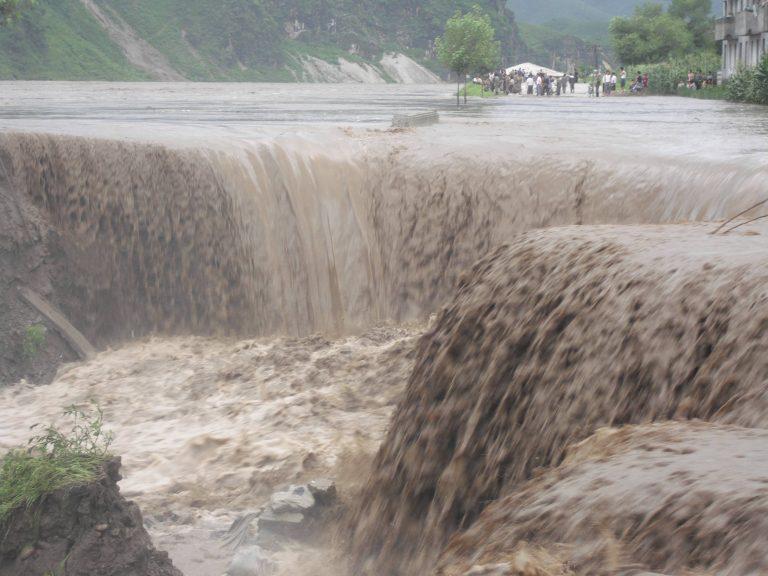 Σαρώνουν οι πλημμύρες τη Β. Κορέα – 169 νεκροί | Newsit.gr