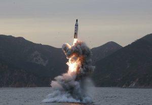 Βόρεια Κορέα: «Μήνυμα» Κιμ Γιονγκ Ουν σε Τραμπ με… βαλλιστικό πύραυλο