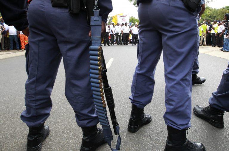 Ν. Αφρική: Ξυλοκόπησαν μέχρι θανάτου δυο εφήβους για 50 ευρώ!   Newsit.gr