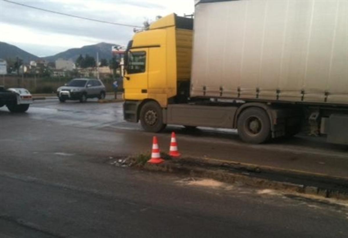 Eύβοια: Νταλίκα έπεσε στα φανάρια – Κυκλοφοριακό χάος στους δρόμους της Χαλκίδας! | Newsit.gr