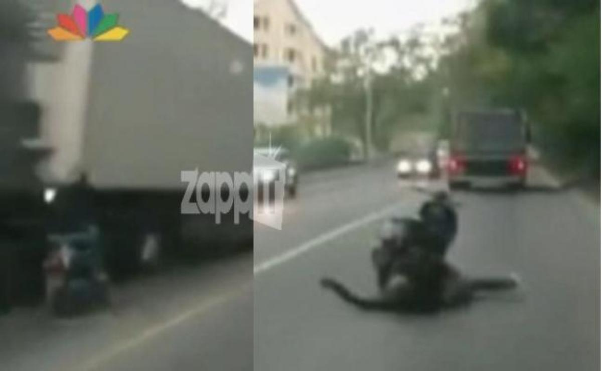 Απίστευτο! Κοιμήθηκε πάνω στο σκούτερ της ενώ οδηγούσε και τράκαρε με νταλίκα!   Newsit.gr