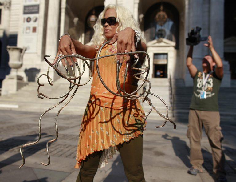 Η γυναίκα με τα μακρύτερα νύχια στον κόσμο! Δείτε φωτό   Newsit.gr
