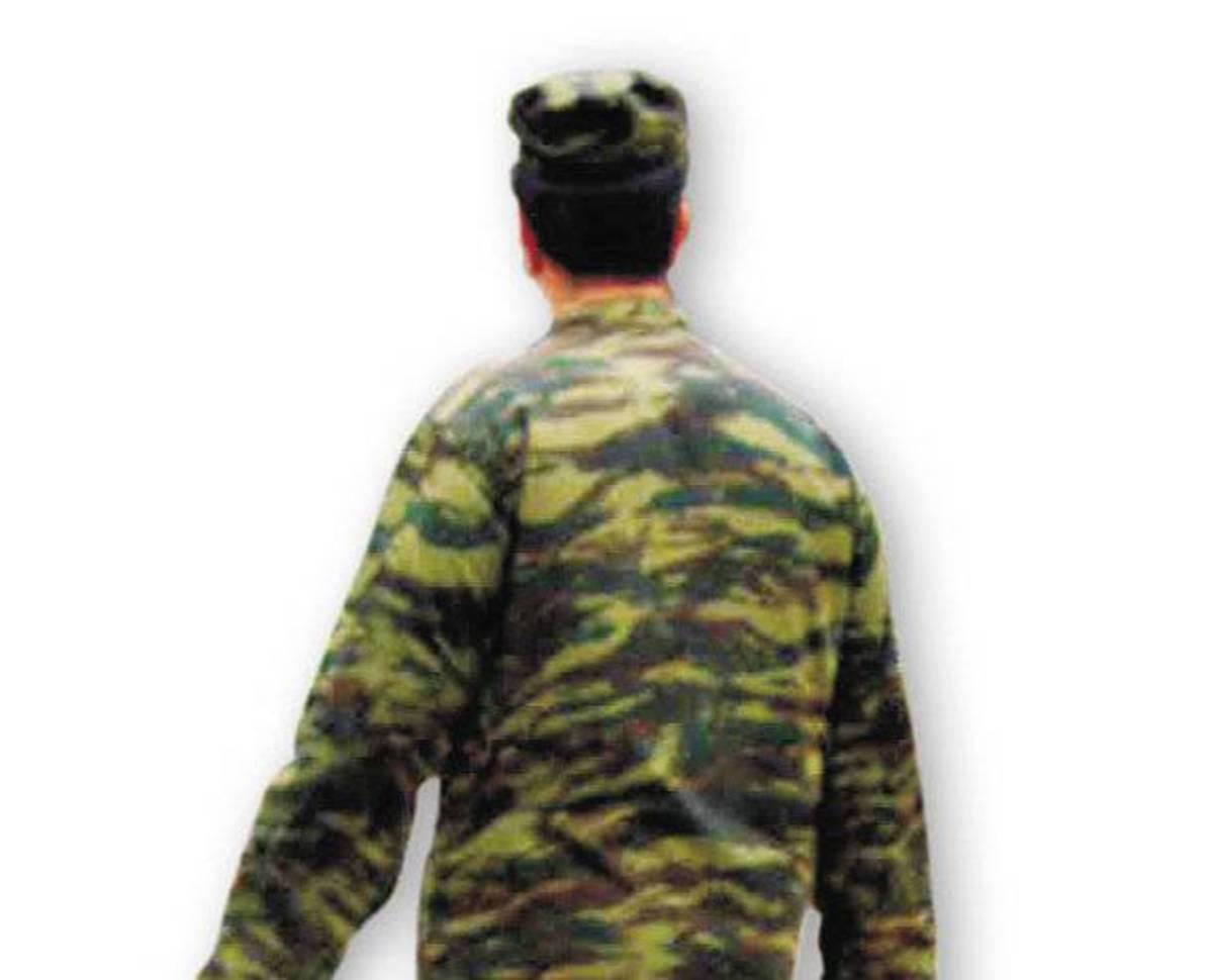 Λάρισα: Οι »στρατιώτες» κρατούσαν μαχαίρια! | Newsit.gr