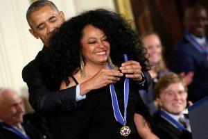 Μύθους του Χόλιγουντ και του NBA βράβευσε ο Ομπάμα! [pics, vid]