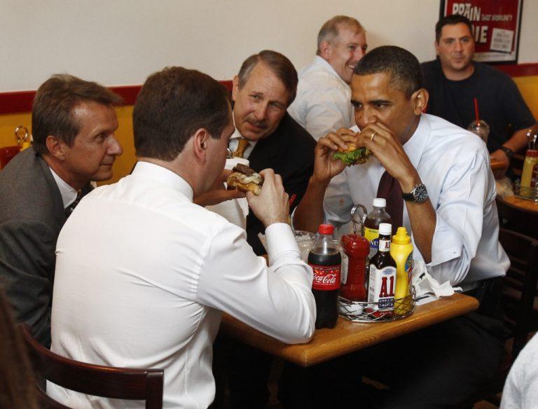 Ο Ομπάμα, ο Μεντβέντεφ και το… χάμπουργκερ   Newsit.gr