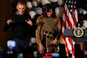 Thriller… Ομπάμα! Το έριξε στο χορό λόγω Halloween [pics, vid]