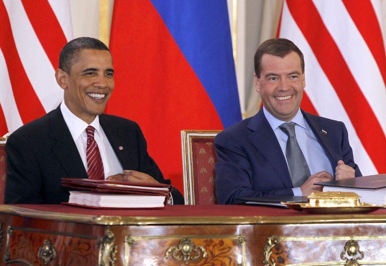 Με SMS θα επικοινωνούν Ομπάμα-Μεντβέντεφ   Newsit.gr