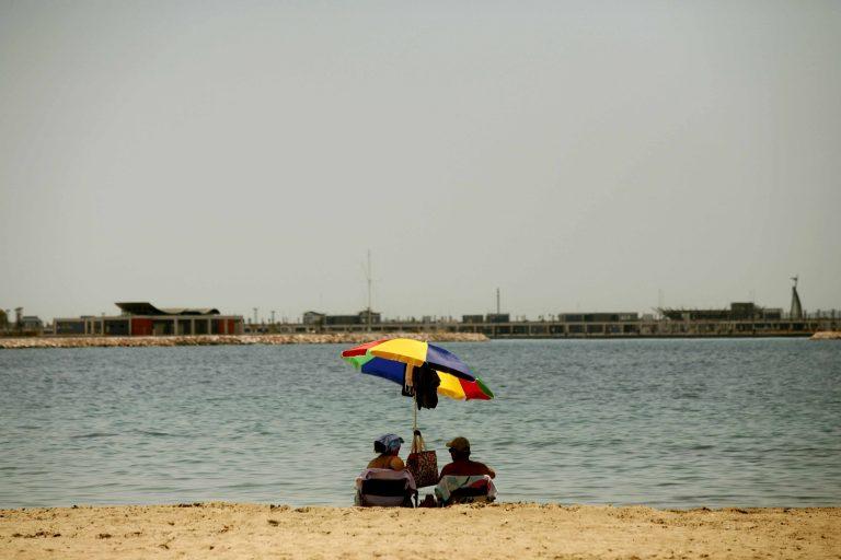 Αιτωλικό: Προσπάθησε να σώσει μία ομπρέλα και χάθηκε στα νερά | Newsit.gr