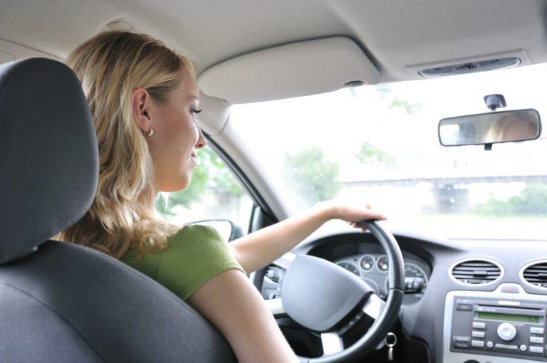 Γυναίκα καταδικάστηκε να μαστιγωθεί επειδή οδηγούσε | Newsit.gr