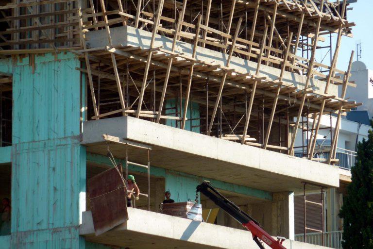Τρίκαλα: Έβρεξε… οικοδομικά υλικά! | Newsit.gr