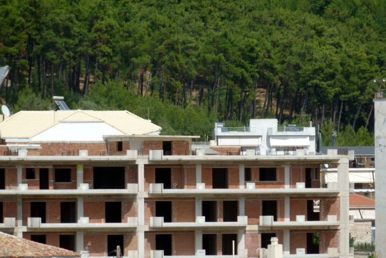 «Ψυχορραγεί» η οικοδομή και μαζί της χιλιάδες εργαζόμενοι   Newsit.gr